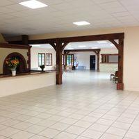 Salle de 400 m² configurée en L