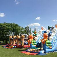 Jeux gonflables au parc