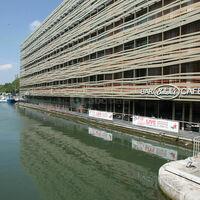 Vue extérieur bâtiment sur Canal de l'ourcq