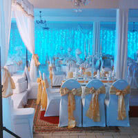 Salle decoration doree