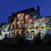 Projection façade