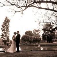 Nos mariés face au bassin