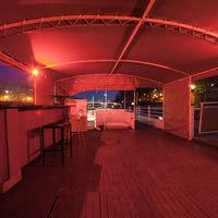 Terrasse eclairé avec bar