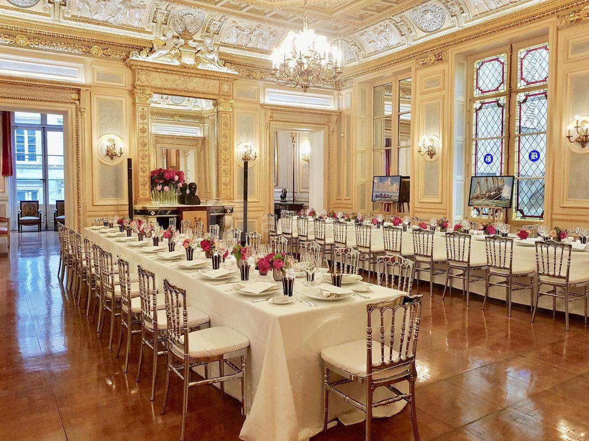Lockdowns für den Pöbel! In Frankreich speisen Politiker in Geheimrestaurants